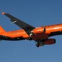 Airbus A-320 Donbasaero nr. rej. UR-DAJ na sciezce znizania RWY11.
