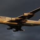 Boeing B-747-400 Izraelskich Linii Lotniczych ElAl nr. rej. 4X-ELH na sciezcr znizania RWY33.Wieczor.a.
