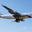 Boeing B-747-400 Izraelskich Linii Lotniczych ElAl nr. rej. 4X-ELA na sciezce znizania RWY33.a.