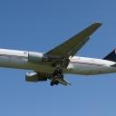 Boeing B-767-200ER Cargojet nr.rej. C-FGAJ na sciezce znizania RWY33-bok.