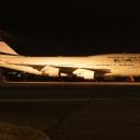 Boeing B-747-400 Izraelskich Linii Lotniczych ElAl nr. rej. 4X-ELH na stojance nr. 45.Noc.