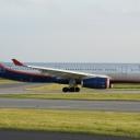 Airbus A-330-300 Aeroflot nr. rej. VQ-BQY o nazwie ,,Miochajil Szolochow,, na pasie startowym RWY29.
