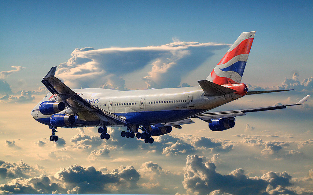 1024px-British_Airways_Boeing_747-400_leaving_town