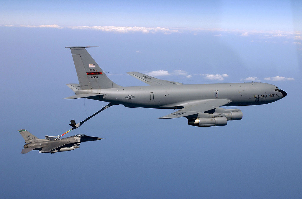 1024px-KC135_refueling