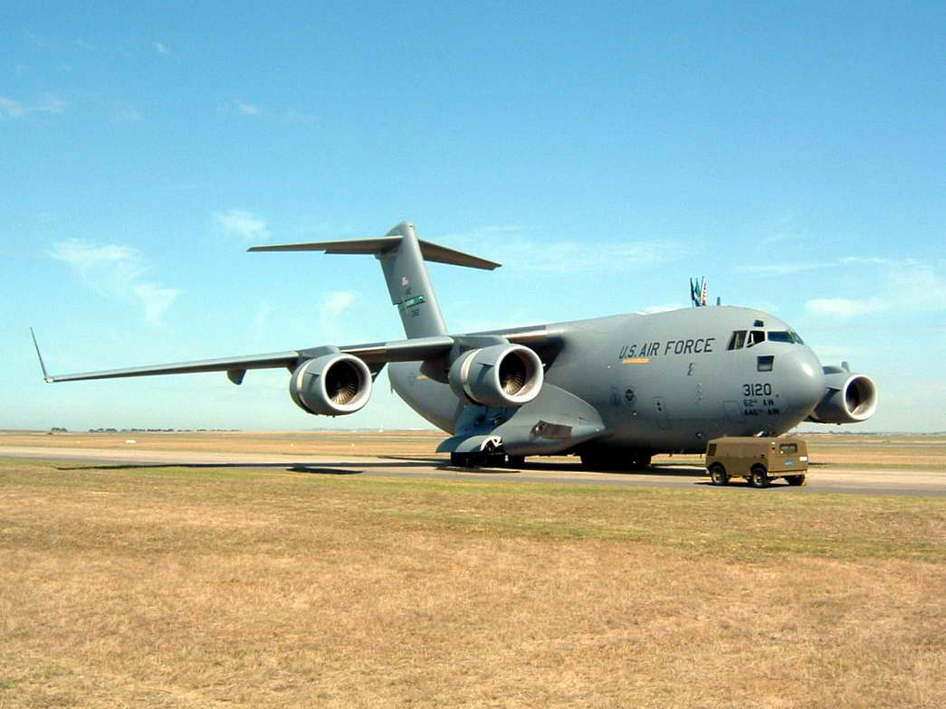 C-17_Globemaster_III_at_Avalon_2005_2