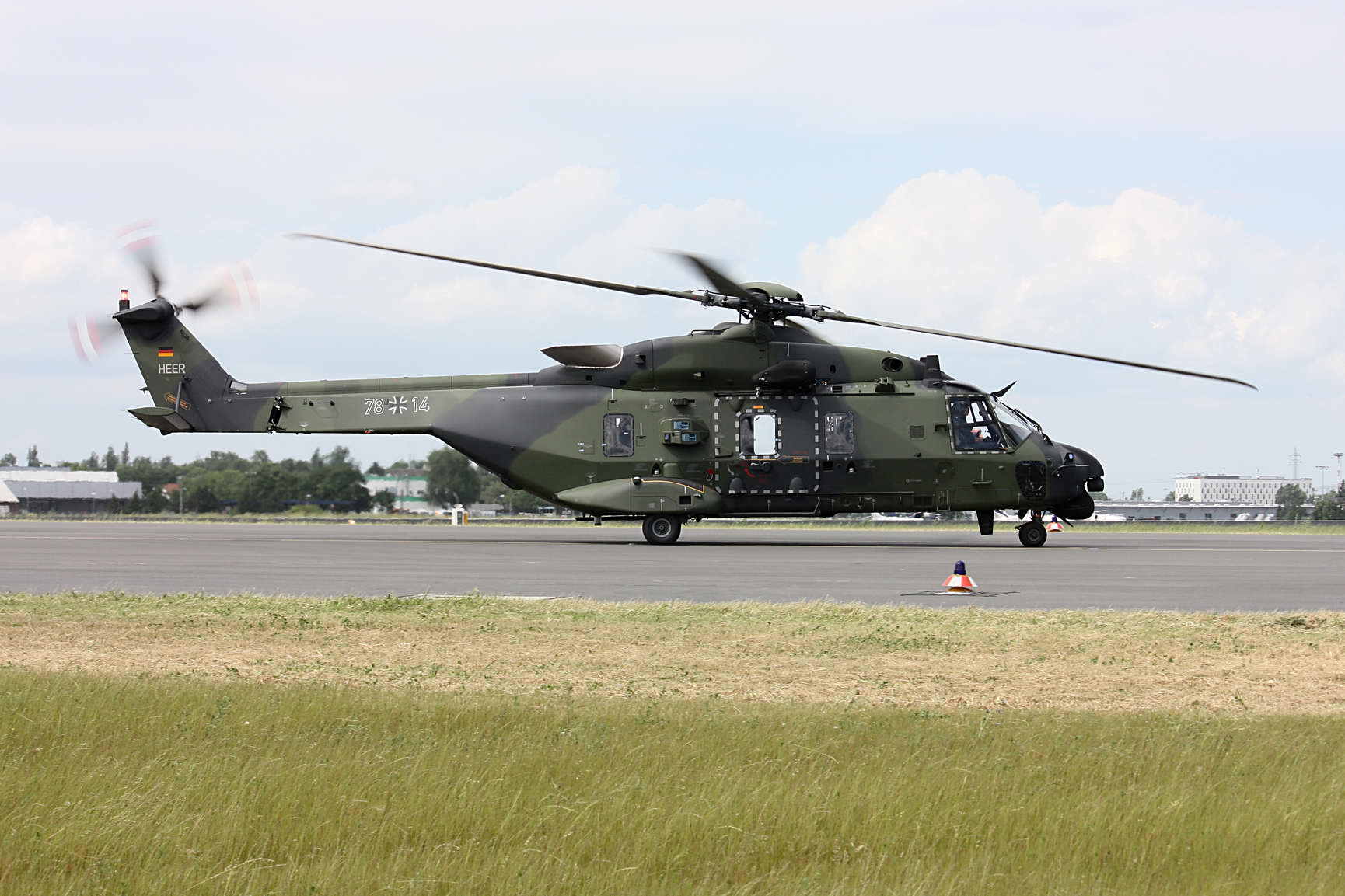 NH-90TTH_on_the_Ground_resize