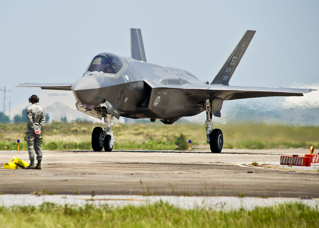 F-35A_on_taxiway