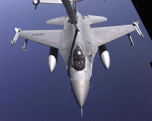 F16A_PoAF_refueling_from_a_USAF_tanker