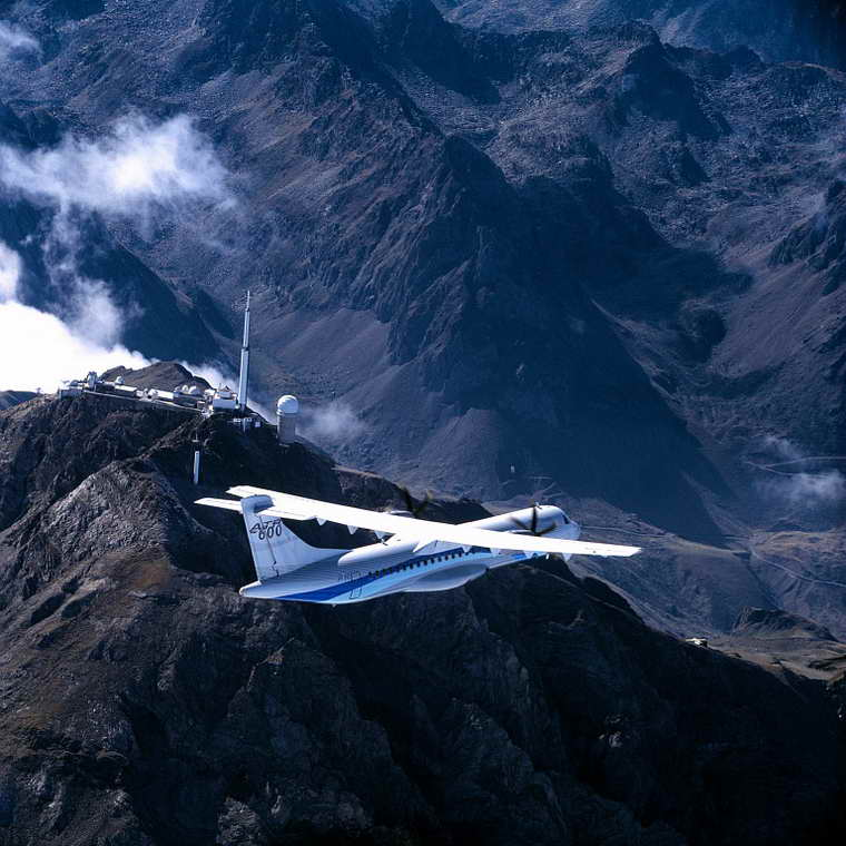 ATR_72-600_series_in_flight_over_Le_Pic_du_Midi