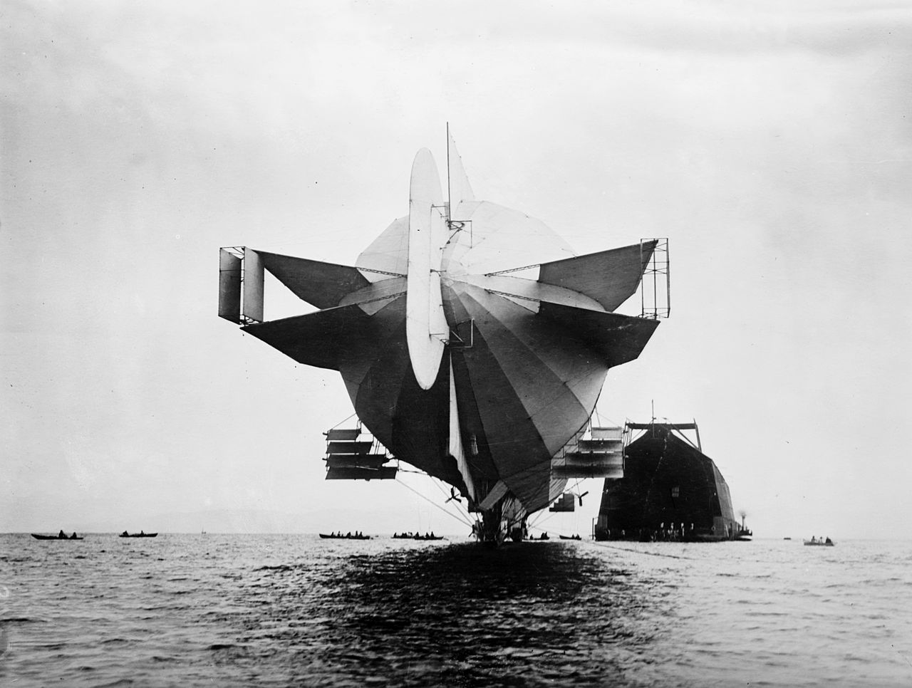 1280px-Flickr_-_trialsanderrors_-_Stern_of_Zeppelin_LZ-4_airship_1908